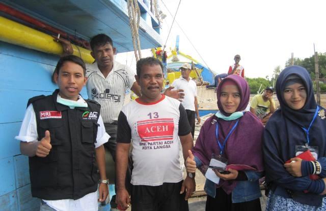 nelayan aceh tolong migran rohingya