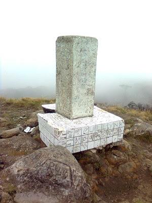 Trianggulasi (tanda ketinggian) di puncak Bawakaraeng