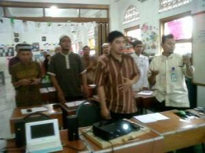 Kami Bernyanyi dan gembira bersama guru-guru hebat di SDIT Al Ikhlas Pondok Melati Bekasi