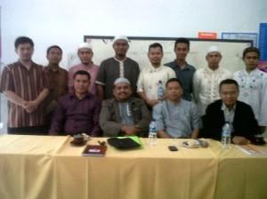 Foto bersama dengan guru-guru hebt di SDIT Al Ikhlas Pondok Melati Bekasi