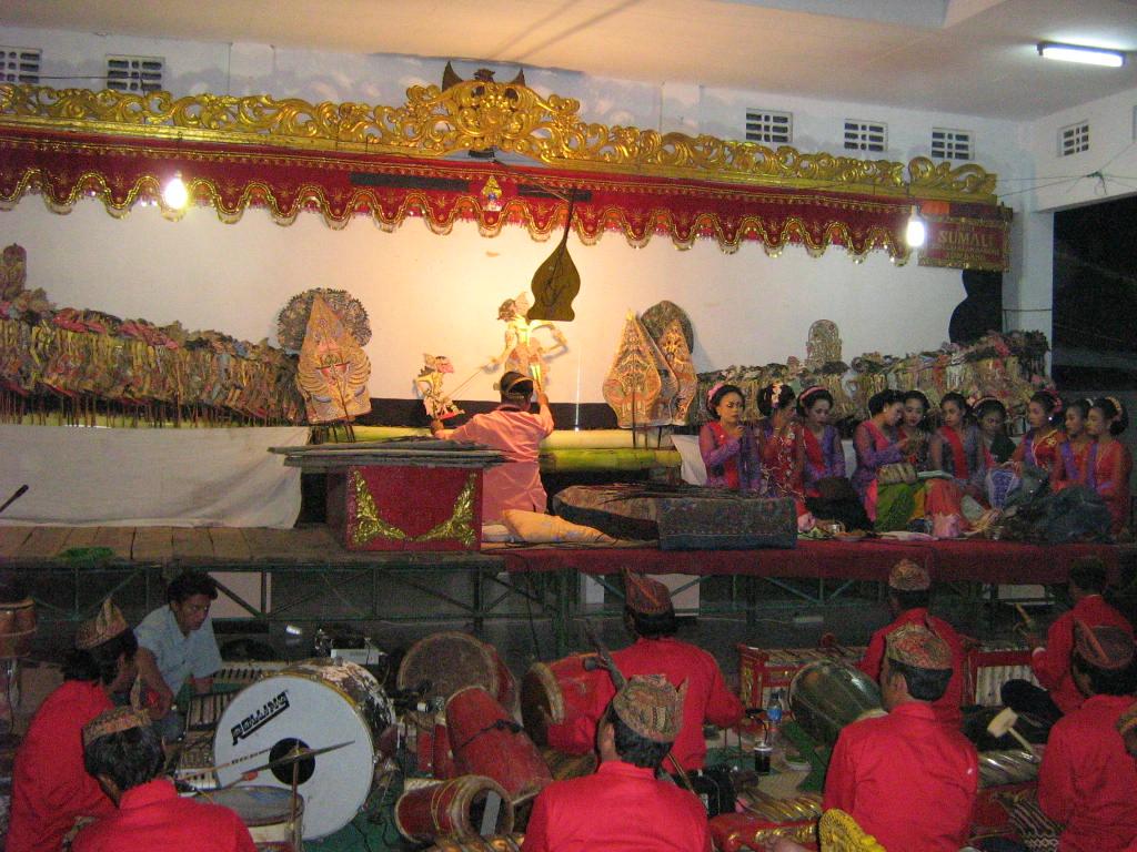 Pagelaran Wayang Kulit http://masgonst.wordpress.com