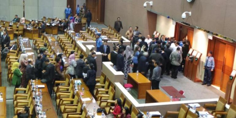 Fraksi Partai Demokrat meninggalkan rapat paripurna tentang RUU Pilkada karena opsi yang mereka usulkan, yakni pilkada langsung dengan 10 syarat mutlak, tak diakomodir / Kompas.com(Indra Akuntono)