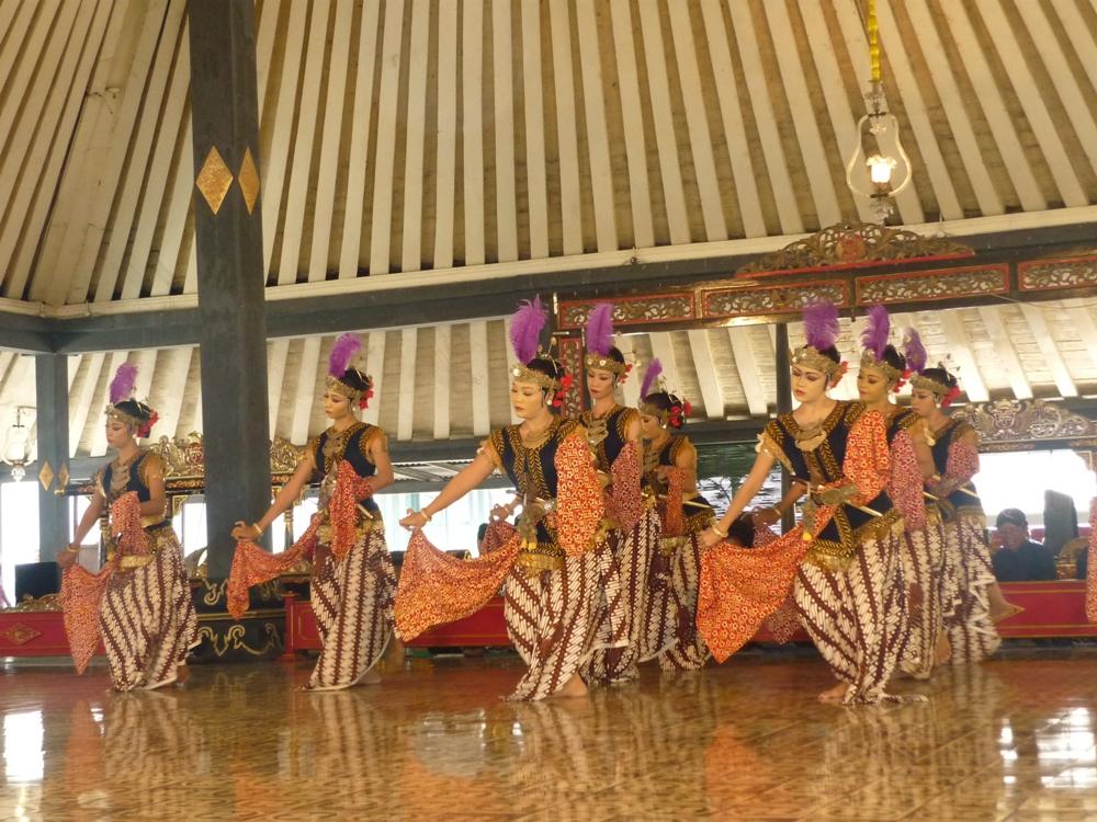 Tari Bedhaya Yogyakarta Gbr.2 Tari Bedhaya di Keraton