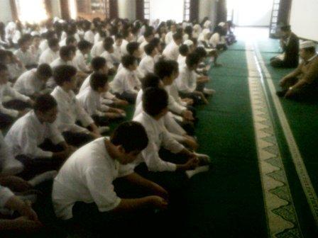 Pendalaman Imtak Siswa di Masjid Baitul Ilmi Labschool Jakarta