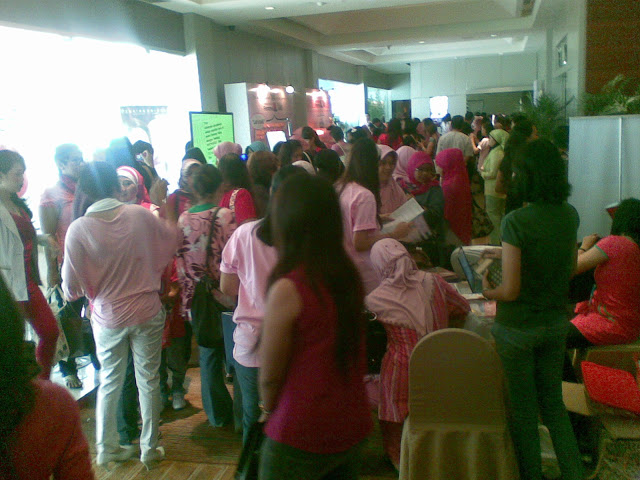 Suasana di Booth-booth yang tersedia diluar ruangan acara