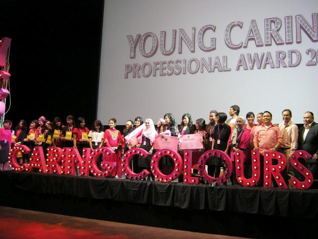 Seluruh Finalis YCPA2012 beserta dewan juri dan narasumber