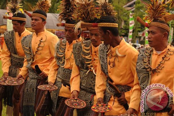 Mengulas 14 Jenis Tarian dari Tana Toraja oleh Heriyanto ...