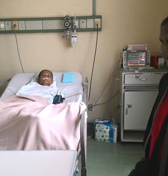 (Mengadvokasi hak layanan kesehatan masyarakat untuk Ibu Punirah, warga Batu Ceper - Tangerang.   Foto: FB Yuli Supriati)