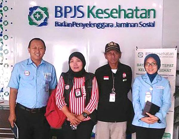 (Yuli Supriati bersama rekan DKR menyambangi penyelenggara BPJS Kesehatan.   Foto: FB Yuli Supriati)