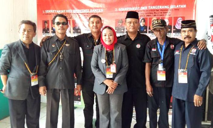 (Yuli Supriati, Sekjen DKR Provinsi Banten, mengenakan kerudung merah.  Foto: FB Yuli Supriati)