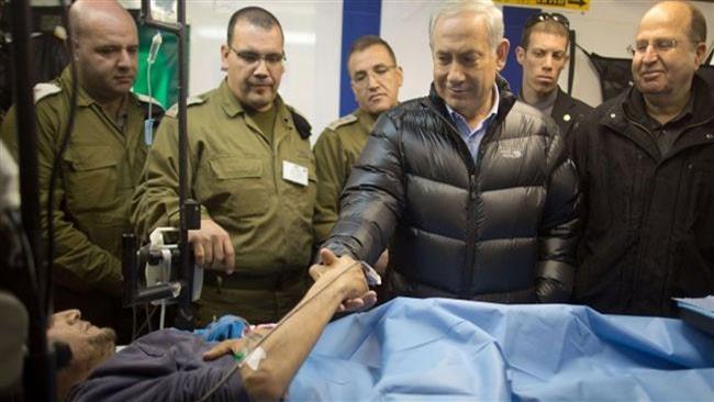 PM Israel Benjamin Netanyahu mengunjungi salah seorang pemberontak yang dirawat di RS milik Israel