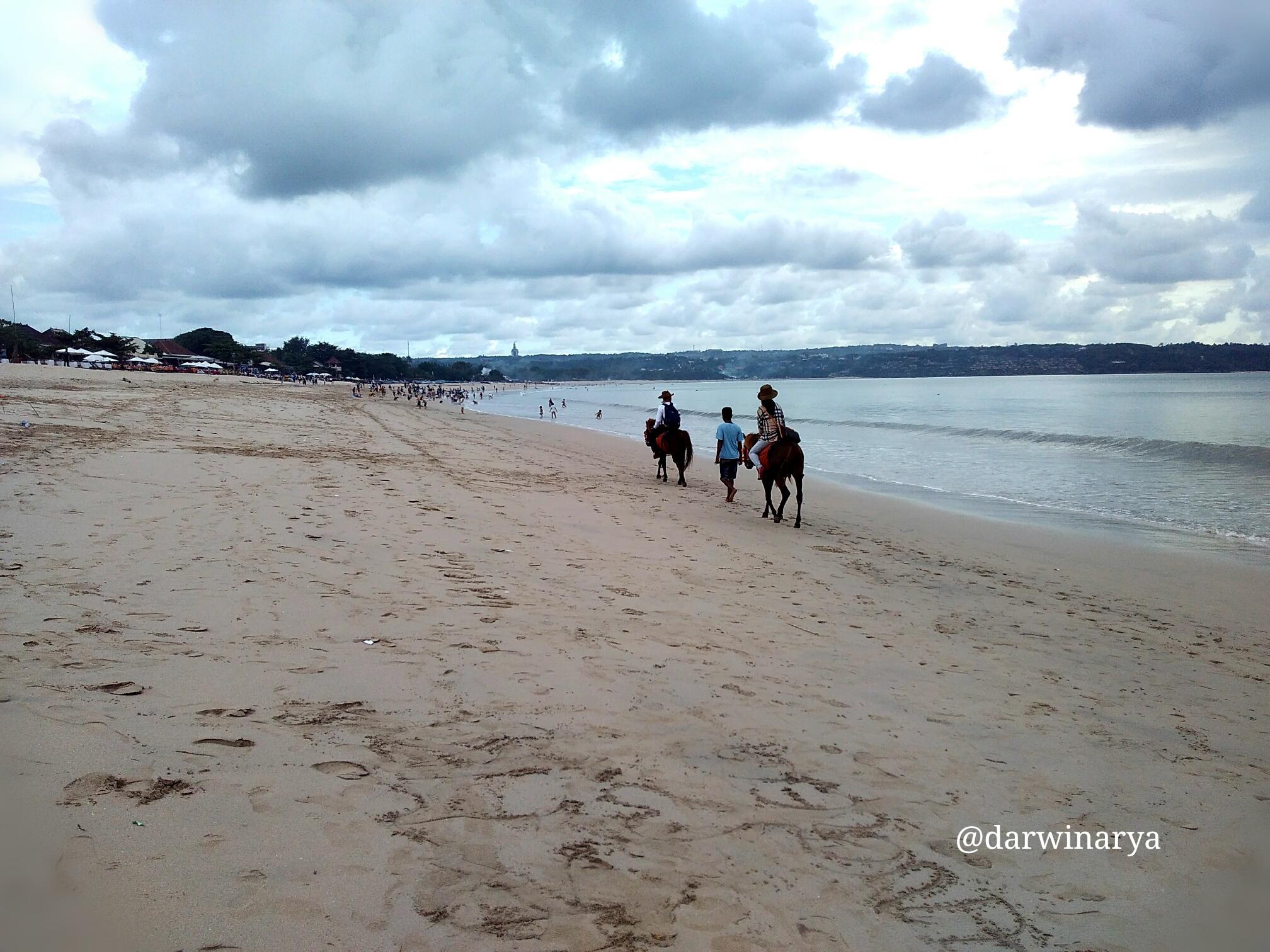 Secercah Jingga Di Pantai Kedonganan Oleh Darwin Arya Halaman All