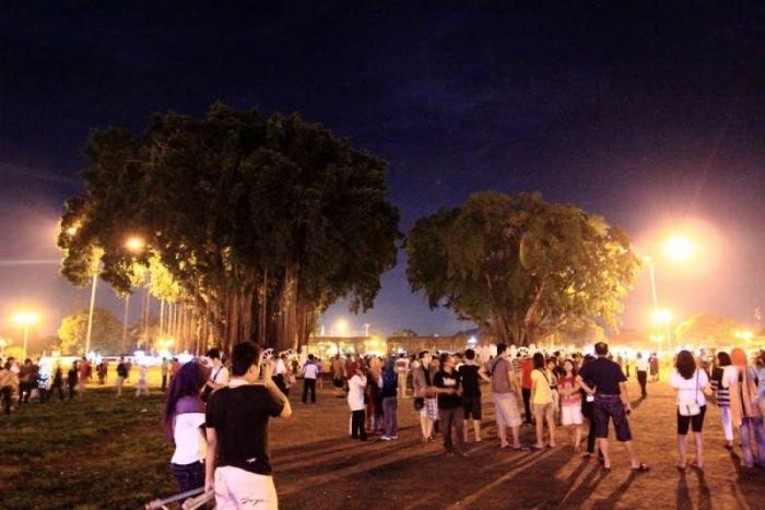 Suasana Alun-Alun Jogja di Malam Hari