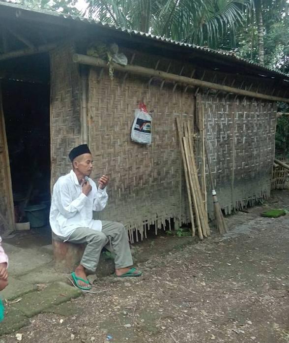 Berhati Mulia Pak Salim Diami Gubuk Bambu Beralas Tanah Namun Menolak Sumbangan Rp 1 Juta