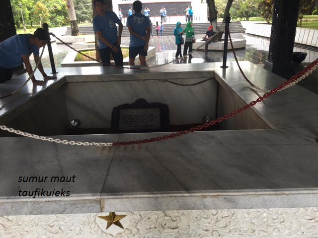 Ziarah Ke Makam Tiga Hari Di Lubang Buaya Oleh Taufik Uieks