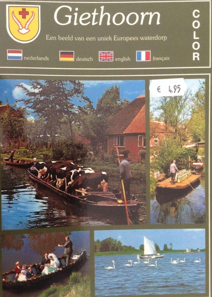 Sebuah cendera mata berupa buku yang berisi foto-foto unik tentang alam dan kehidupan penduduk desa Giethoorn. (Foto dok. Suryadi)