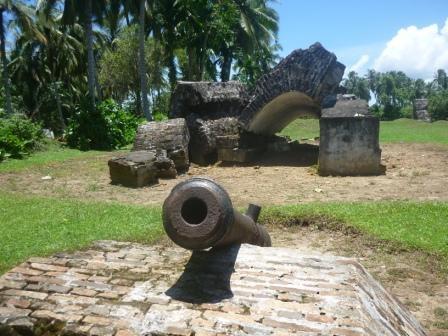 Meriam yang masih tersisa di rerntuhan Bentang Anna