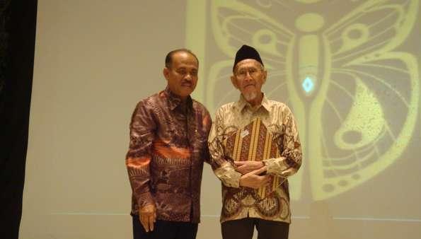 Bapak Museum Indonesia, Amir Sutaarga (kanan) | Foto oleh Putri Detik Travel