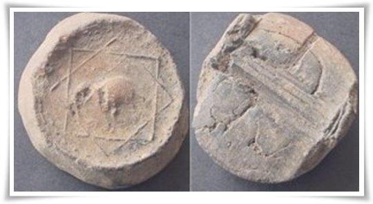Koin terakota dar4i situs arkeologi Trowulan, Jawa Timur (Dok. Puji Harsono)