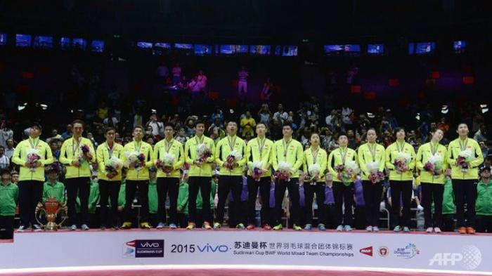 Tim Tiongkok di podium juara Piala Sudirman 2015 (sumber foto: http://www.channelnewsasia.com)