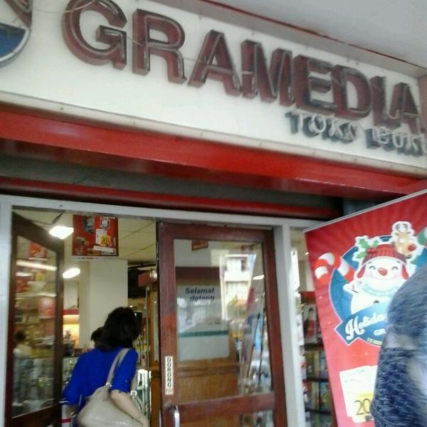 Gramedia yang pertama kali berdiri terletak di daerah Gadjah Mada Jakarta Barat | Sumber: Foursquare.com