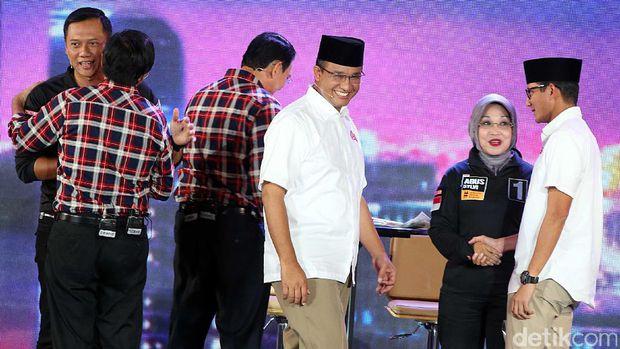 asana keakraban ketiga pasang calon gubernur DKI usai debat ketiga II sumber gambar ; https://images.detik.com/