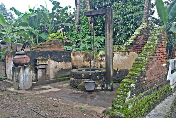Sumur dan dinding yang terdampak gempa (dokumentasi pribadi)