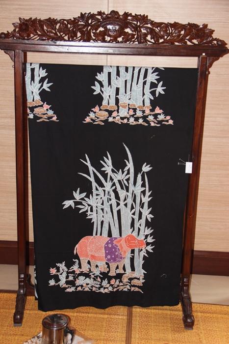 Batik Etnik Tangsel motif Badak Bercula Satu. (Foto: Gapey Sandy)