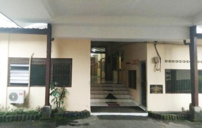 Pintu masuk ke gedung utama (foto: dok pri)