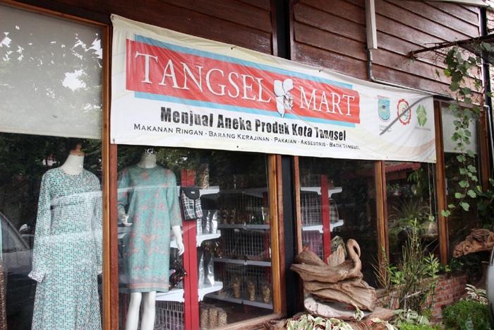 Tangsel Mart di Jalan Raya Viktor, Serpong, yang menyediakan segala aneka produk Kota Tangsel. (Foto: Gapey Sandy)