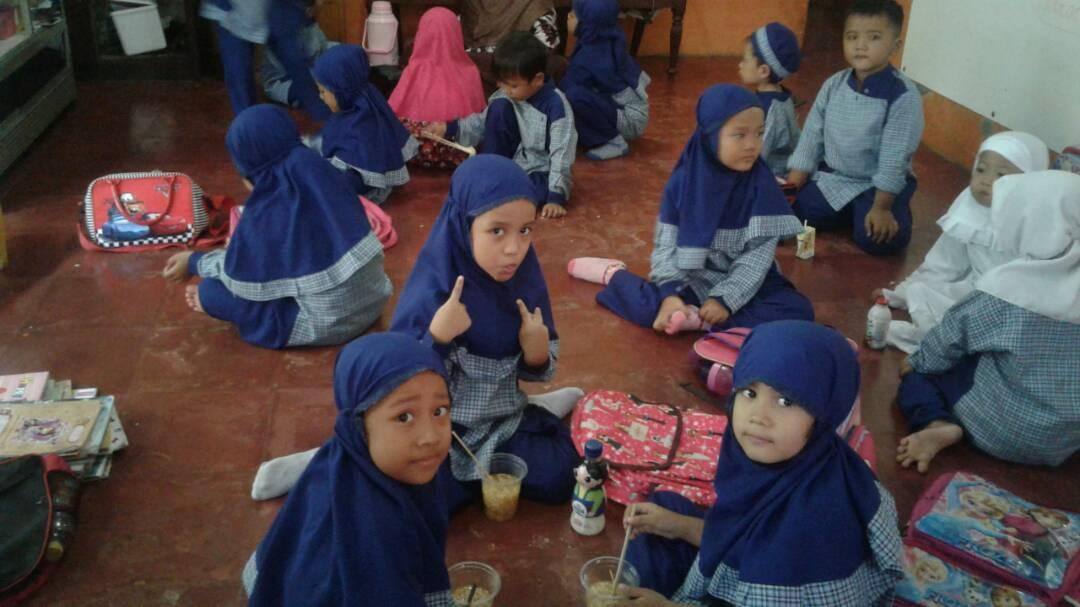 54 Gambar Anak Tk Sedang Berdoa Terlihat Keren