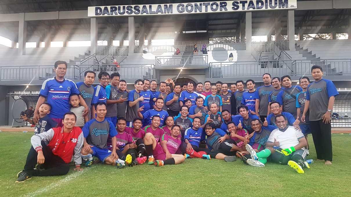 Pormada dan Alumni Porpig Foto bareng Pak Hasan usai pertandingan persahabatan. (@iskandarjet)