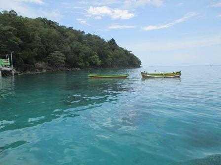 Pulau Rubiah dengan laut yang bening dan bersih (Dokumentasi Pribadi)