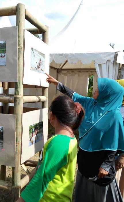 Hasil karya peserta Lomba Fotografi disaksikan masyarakat Keranggan dan sekitarnya. (Foto: Gapey Sandy)
