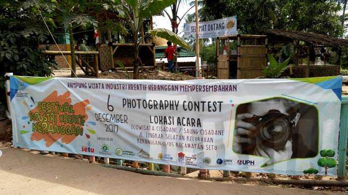 Spanduk Lomba Fotografi di Ecowisata Keranggan, Setu, Tangsel. (Foto: Gapey Sandy)