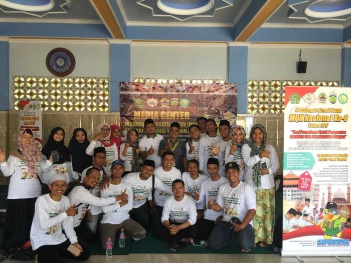 Foto bareng Kompasianer Sebelum melihat lihat Keseruan MQK 2017 di Jepara (dok. Mbak Dewi)
