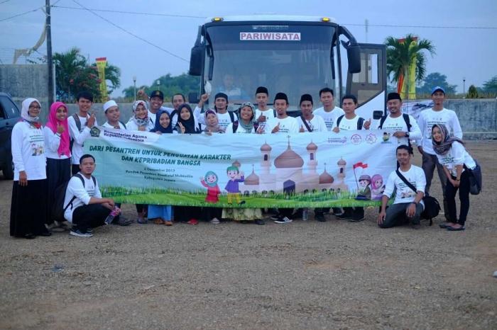 Foto bersama sebelum kembali ke Semarang