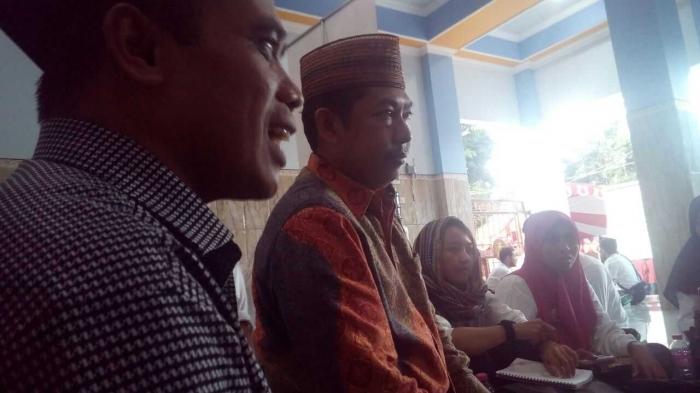 salah satu dewan hakim Marhalah Ulya bidang Fiqih Dr. Abdul Moqsit Ghazali.(berbaju Batik) dok. Pri