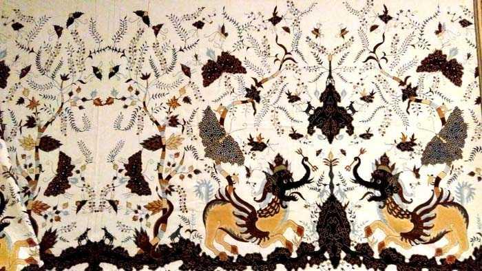 Batik Paksinagaliman koleksi Komarudin Kudiya dari Batik Komar, Bandung. (Foto: Gapey Sandy)