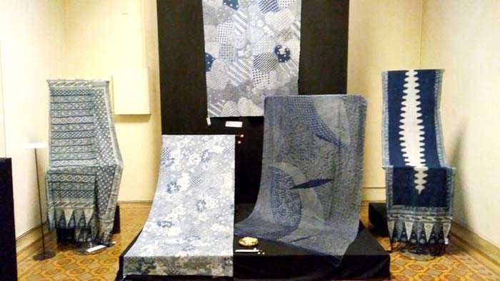 Sejumlah batik yang dipamerkan APPBI hingga 7 Januari 2018 di Museum Tekstil, Jakarta. (Foto: Gapey Sandy)