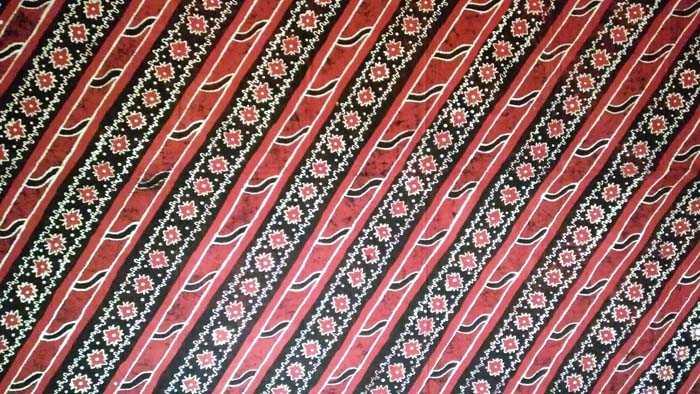 Batik Ipon koleksi Waritri Mumpuni dari Batik Batak Melayu. (Foto: Gapey Sandy)