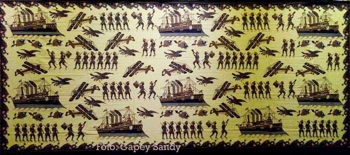 Batik Kompeni koleksi Romy Oktabirawa dari Batik Wirokuto, Pekalongan. (Foto: Gapey Sandy)