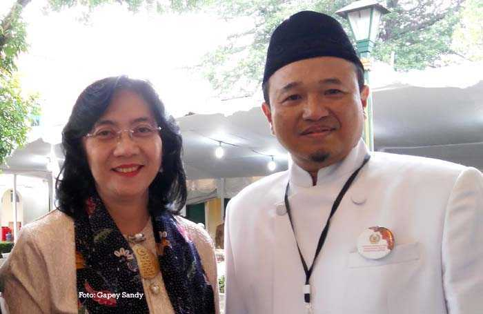 Dirjen IKM Kementerian Perindustrian Gati Wibawaningsih bersama Ketua Umum APPBI Komarudin Kudiya. (Foto: Gapey Sandy)