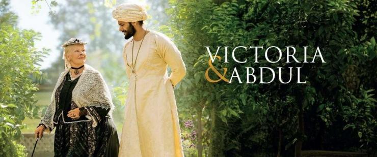 Kisah nyata tentang ketertarikan Ratu Victoria pada seorang kasim asal India, yang diangkatnya menjadi abdi dalam. Dari situlah, Ratu Victoria mempelajari budaya Asia Tengah, khususnya India, serta budaya Islam Sufi yang dibawa Abdul. (foto: bookmyshow)