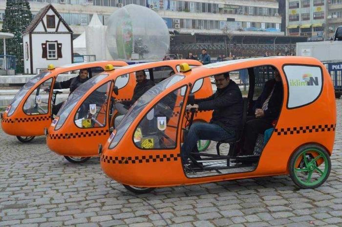 armada becak/taksi sepeda (dok.Anadolu Agency)