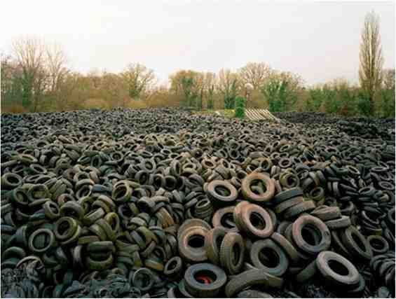 dari https://www.researchgate.net/figure/A-landfill-for-accumulation-of-waste-rubber_fig5_262880860