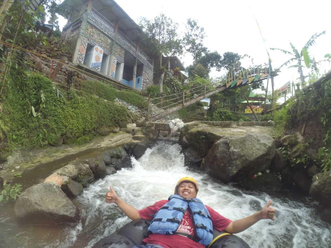 River Tubing di Goa Sari