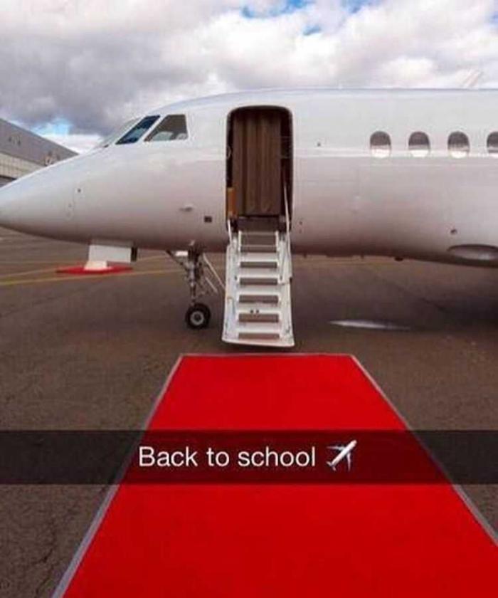 Seseorang menampilkan private jet nya di sosial media (sumber: pinterest)