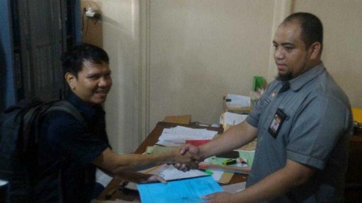Hamzah ketika menyerahkan berkas pencalonannya di KPU Sulsel. Foto. kabarmakassar.com