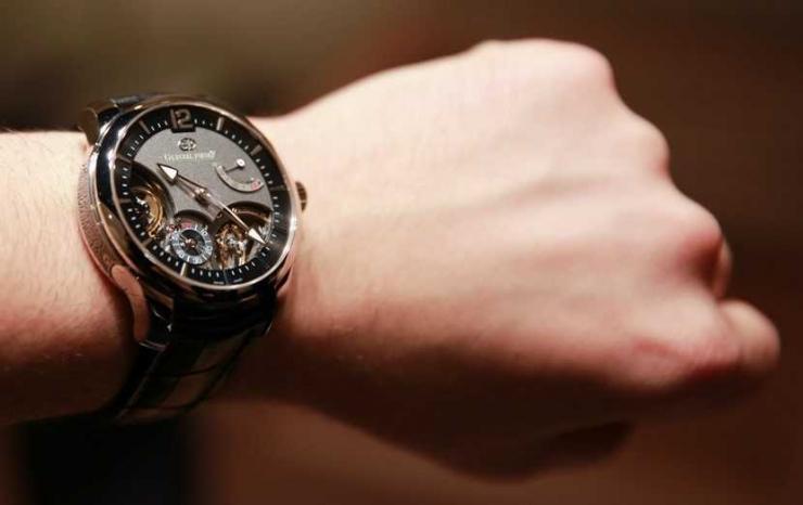 jam Tangan (sumber: wowmenariknya.com)